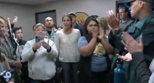 Angry Parents Take Over Arizona School District Board Meeting to Protest Mask Mandate for Children – Cowardly Board Members Take Off! (VIDEO)